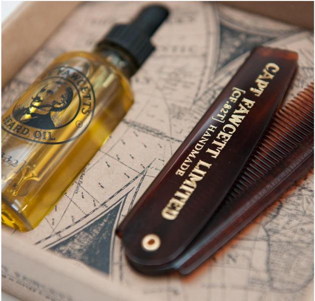 Geschenkset aus Bartöl und Reisekamm 3